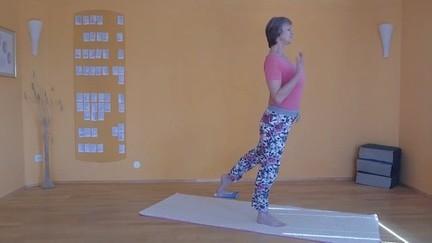 Die balancierende Kopf-Knie-Stellung